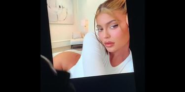 Kylie Jenner Cumtribute foto 7